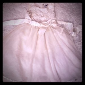 Girls sz 12 off-white dress w/ pearl accent